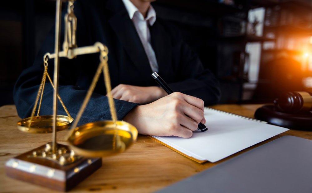 حفظ اسرار توسط وکیل