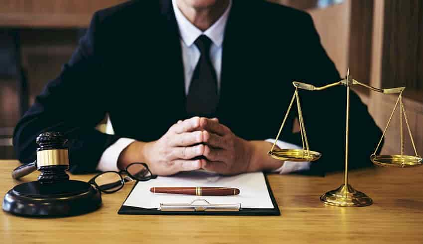 لزوم داشتن وکیل قرارداد